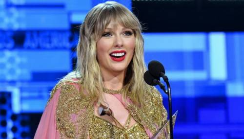 Taylor Swift poharala American Music Awards